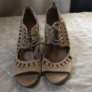 SOFFT TAN LEATHER SANDALS SIZE 10M